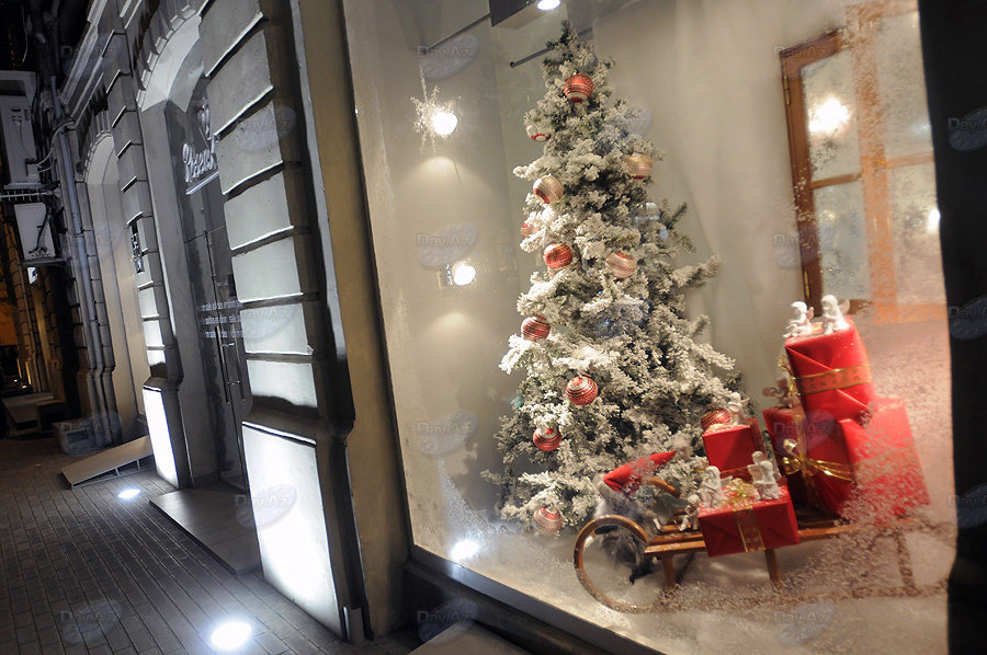 Украсить витрины на новый год фото