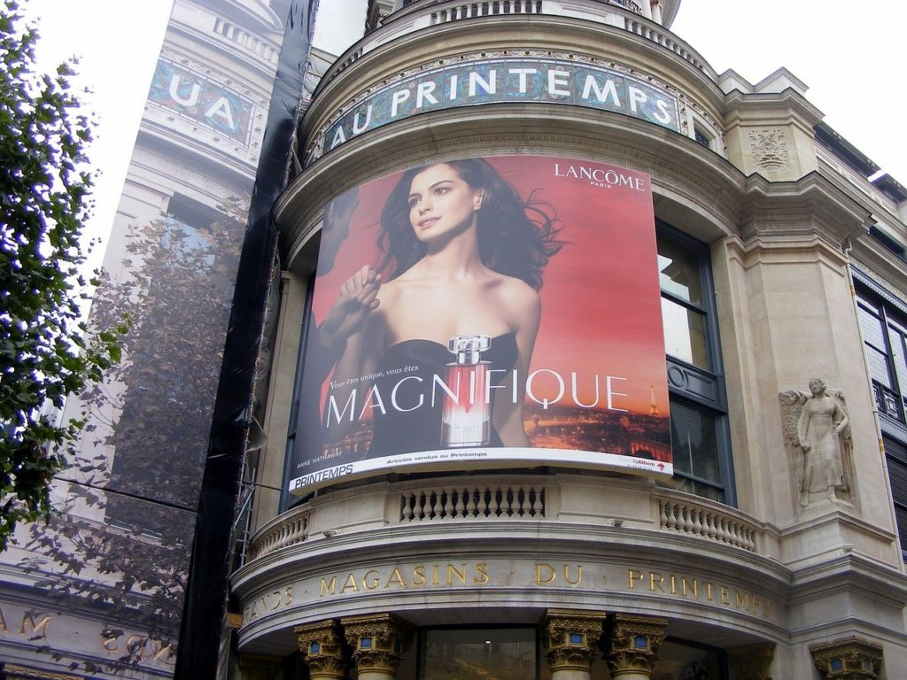 реклама в Париже